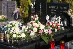 装饰的坟墓在诸圣日天 图库摄影