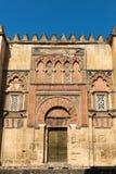 装饰的墙壁和侧门向梅斯基塔,科多巴 库存图片