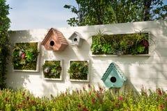 装饰的墙壁垂直的庭院,背景 免版税库存图片