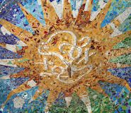 装饰的天花板在Parc Guell在巴塞罗那西班牙 免版税库存照片