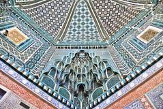 装饰的天花板在Shah-i-Zinda大墓地,撒马而罕 免版税库存照片