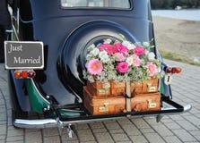 装饰的婚姻的汽车 免版税库存照片