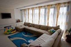 装饰的客厅 免版税库存照片