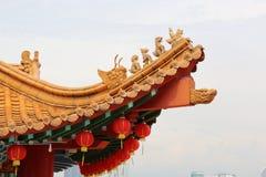 装饰的屋顶寺庙 免版税库存图片