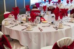 装饰的珍珠玫瑰表婚礼 库存图片