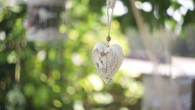装饰的白色装饰心脏的婚礼 股票视频