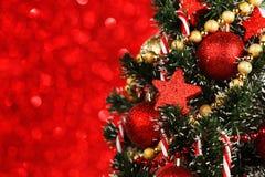装饰的美丽的圣诞树 库存照片