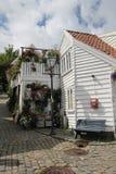 装饰的街道在老镇在斯塔万格,挪威 免版税库存图片
