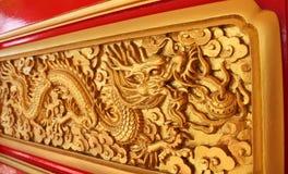 装饰的金黄龙 免版税库存图片