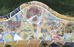 装饰的长沙发在Parc Guell在巴塞罗那西班牙 免版税图库摄影