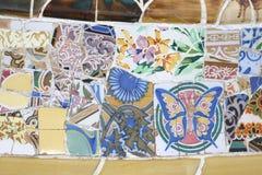 装饰的长沙发在Parc Guell在巴塞罗那西班牙 免版税库存照片