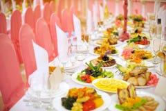 装饰的食物表 免版税库存照片