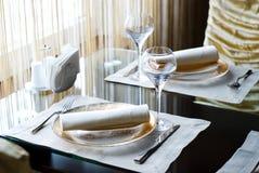 装饰的餐馆表 免版税库存照片