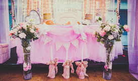 装饰的主要婚礼表 库存图片
