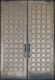 装饰的黄铜门 免版税库存照片