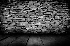 装饰石墙和木头地板的样式浮出水面 库存图片