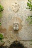 装饰石头喷泉在普罗旺斯 免版税库存照片
