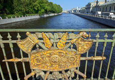 装饰篱芭Panteleymonovsky桥梁, Fontanka河,圣彼德堡 免版税库存图片