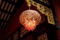 装饰繁体中文灯笼,减速火箭的朱红色的灯笼,葡萄酒东亚灯笼 免版税库存照片