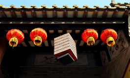 装饰繁体中文灯笼,减速火箭的朱红色的灯笼,葡萄酒东亚灯笼 免版税库存图片