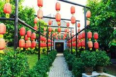 装饰繁体中文灯笼,红色中文报纸灯笼,葡萄酒东亚灯笼 免版税图库摄影