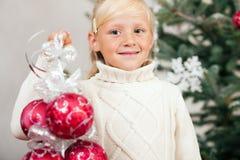 装饰结构树的儿童圣诞节 免版税库存照片