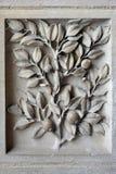 装饰花卉元素石灰石中世纪寺庙 法国巴黎 库存照片