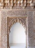 装饰阿尔汉布拉阿拉伯拱道的艺术 库存图片