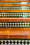 装饰陶瓷瓦片台阶关闭眺望从前方用反射 库存照片