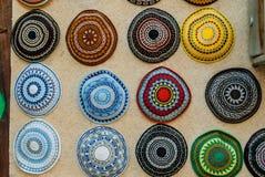 装饰顶盖或kippot,在销售中在耶路撒冷 免版税库存照片