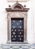 装饰巴洛克式的宫殿门 免版税库存图片