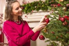 装饰结构树妇女的圣诞节 图库摄影