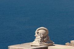 装饰系船柱(船把戏)在海停泊 法国马赛 免版税图库摄影