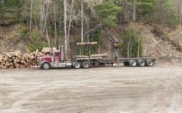 装货木材 免版税库存图片
