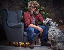裘皮帽和爱尔兰人的特定装置狗的一个人 库存图片