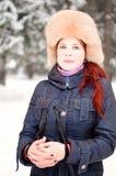 裘皮帽的女孩 免版税库存图片