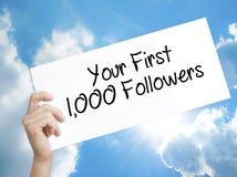 裱糊与文本您的前1,000个追随者 举行S的人手 皇族释放例证