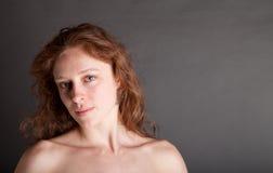 裸体红头发人 免版税图库摄影
