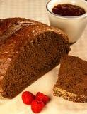 裸麦粉粗面包面包 免版税库存照片