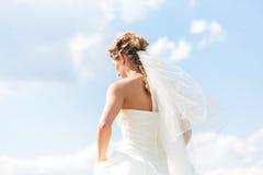 褂子的新娘有新娘面纱的 免版税库存照片