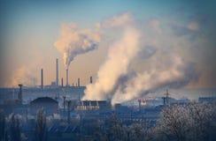 褐煤结合热能和动能植物植物 免版税库存照片