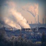 褐煤结合热能和动能植物 库存照片