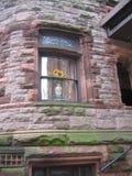 褐砂石视窗 免版税图库摄影