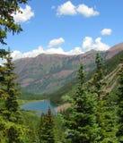 褐红的湖在科罗拉多 免版税库存照片