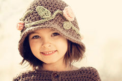 褐色被注视的女孩 免版税库存照片