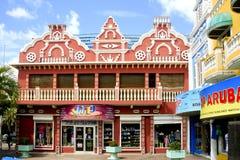 褐紫红色色的商店在Oranjestad,阿鲁巴 免版税库存照片
