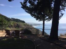 褴褛点小海湾和海岸线2017年9月-从室的看法 图库摄影