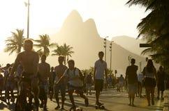 巴西人踩滑板的里约热内卢巴西 库存照片