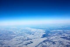 从西伯利亚冬天飞机的鸟瞰图  库存照片
