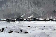 西伯利亚村庄 免版税库存照片